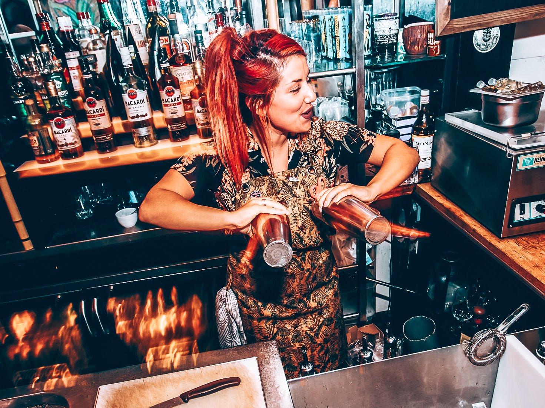 Kennismaken met bartender Eva Stathaki, The Rumah, Rotterdam, Alles over gin.